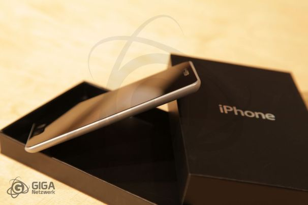 Diehard Fans Create Aluminum Unibody iPhone 5 Prototype