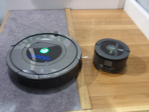 Left: iRobot Roomba 780, Right: iRobot Scooba 230