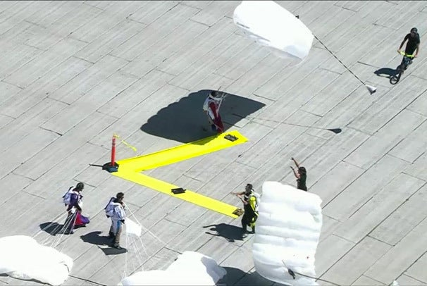 Skydivers land on the roof of the Moscone Center